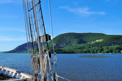 Sailing through the Hudson Highlands